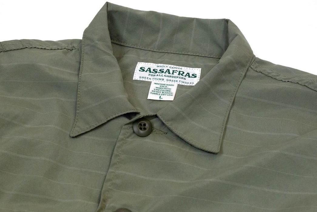 Prune-Your-Wardrobe-To-Make-Space-For-The-Sassafrass-Olive-Gardener-Half-Shirt-front-collar