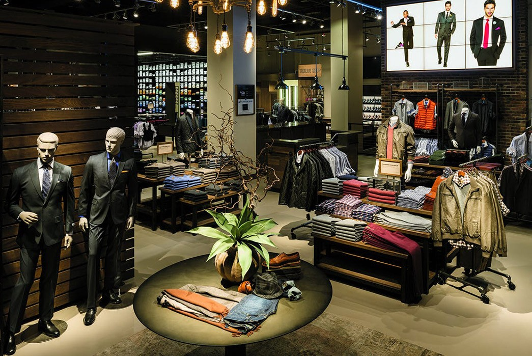 Men's-Wearhouse-&-JoS.-A.-Bank-Closing-Stores-Men's-Wearhouse-in-Manhattan.-Image-via-USA-Today.