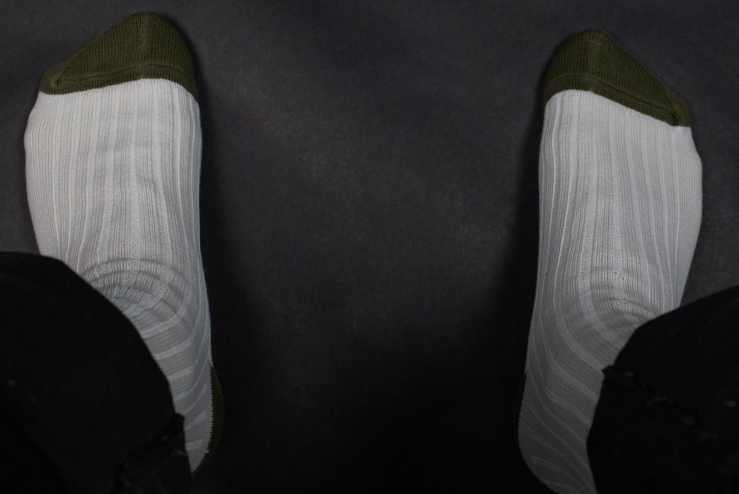 The-Great-White-Sock-Review-model-socks
