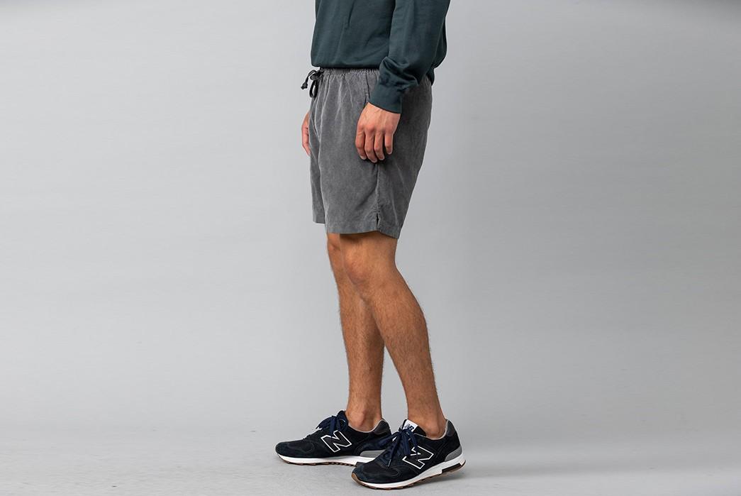 Save-Khaki-Takes-It-Easy-In-16-Wale-Corduroy-dark-grey-model-side